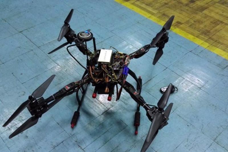 محققان دانشگاه تبریز ربات عمود پرواز آتش نشان ساختند