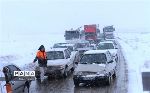 بارش برف و باران در جاده های 10 استان